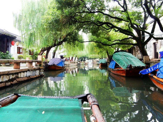 Floating and boating around Zhouzhuang