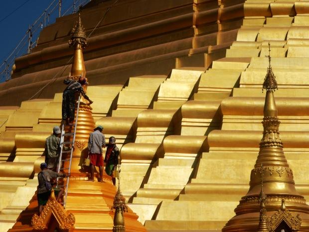 Renovation work on the Shwesandaw pagoda
