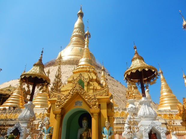 shwedagon-pagoda-holiday-girl
